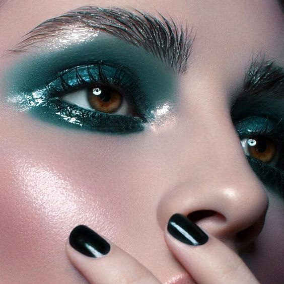 Sombras Glossy, una opción de maquillaje para estatemporada.