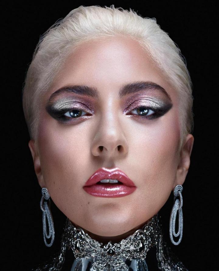 Lady Gaga lanzará su propia línea demaquillaje