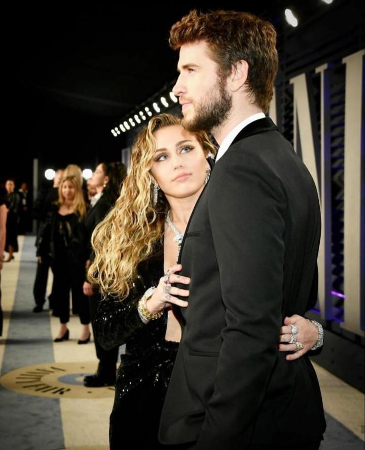 Miley Cirus y Liam Hemsworth se divorcian en menos de un año decasados